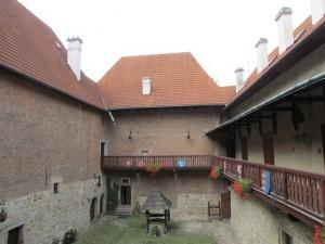 Zamek Dębno - dziedziniec